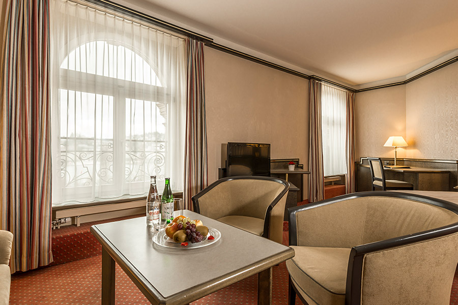 Zimmer und suiten hotel monopol luzern for Zimmer suite